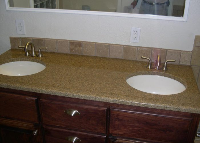 tiled bathroom backsplash